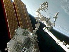 The Robotic Refueling Mission, or RRM,<br /> investigation (center, on platform)<br /> uses the International Space Station&#39;s<br /> Canadarm2 and the Canadian Dextre robot<br /> (right) to demonstrate satellite-<br /> servicing tasks. (NASA)&nbsp;&nbsp;<br /> <a href='http://www.nasa.gov/images/content/718385main_Image1_XL.jpg' class='bbc_url' title='External link' rel='nofollow external'>View large image</a>